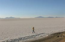 Spaziergang in der Uyuni Wüste