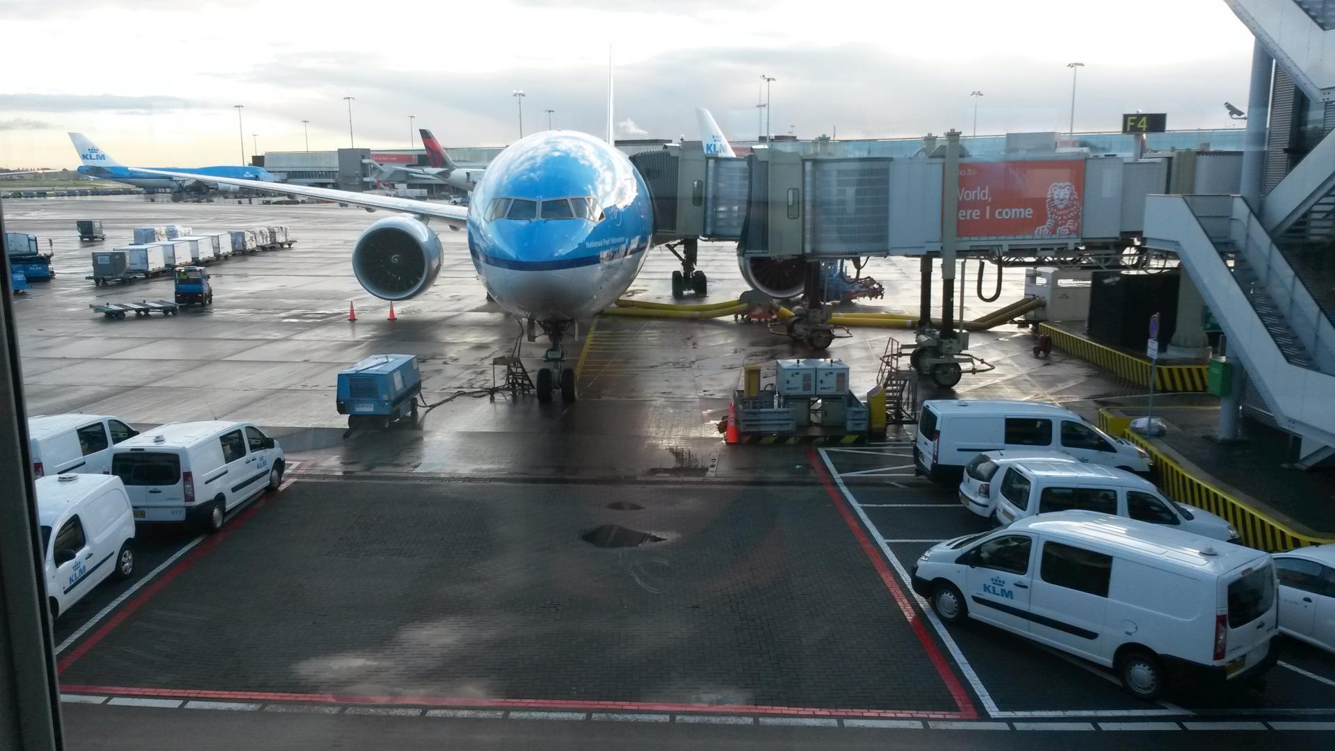 Brasilien Reisen & Corona: Flugzeug beim Boarding