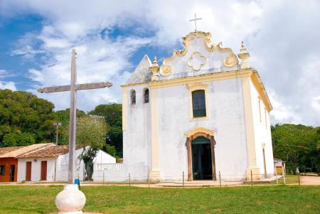 Ostern: Kreuz und Kirche in Bahia
