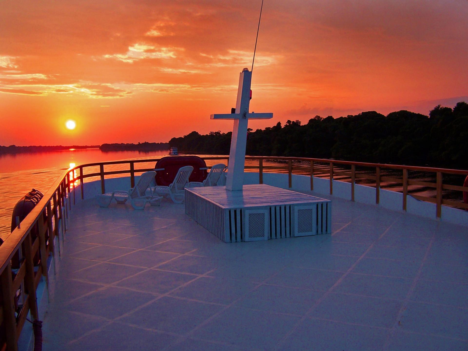 Sonnendeck auf einem Amazonas Kreuzfahrtschiff