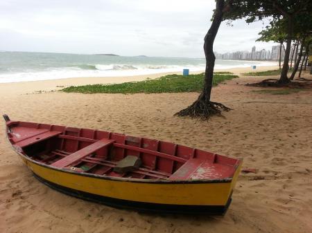 Boot am Strand von Vitoria
