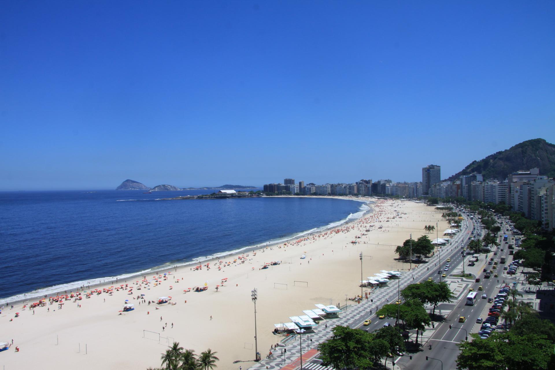 Ausblick über den Strand der Copacabana in Rio de Janeiro