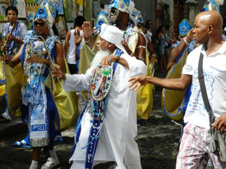 Prozession der Filhos de Ghandhy in Salvador