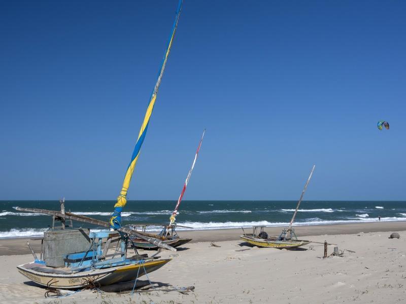 Strand von Fortaleza mit Segelbooten