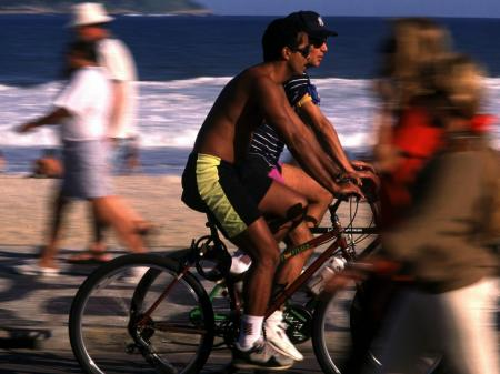 Brasilianisches Lebensgefühl: Fahrradfahren an der Copacabana