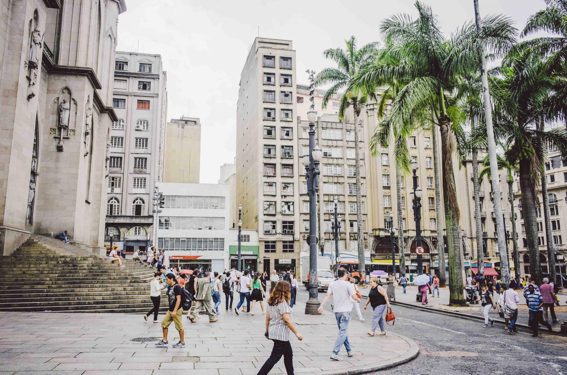 Belebter Platz in Sao Paulo