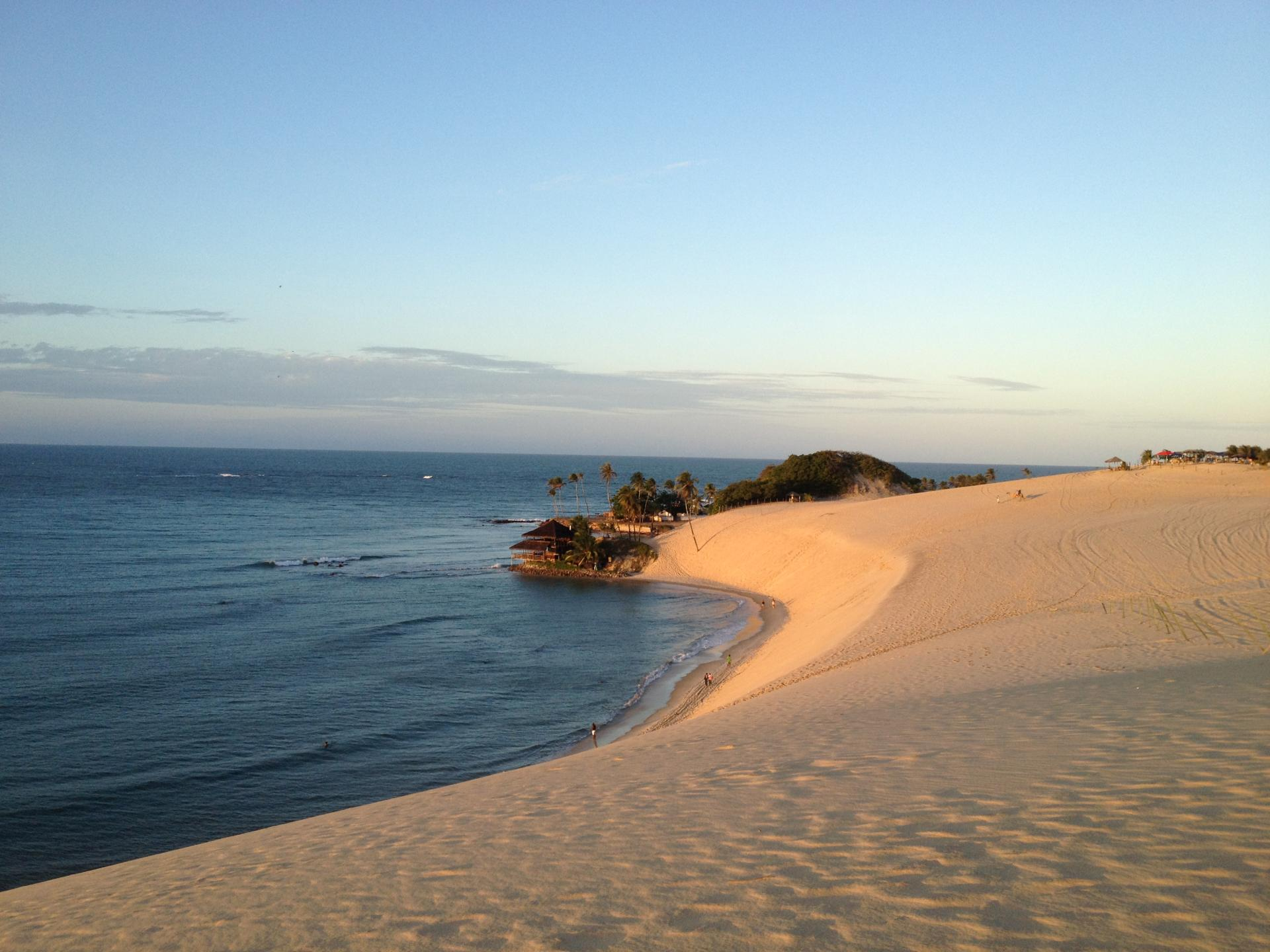 Ausblick aufs Meer von einer Sanddüne in Natal