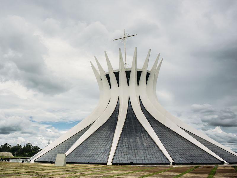 Oscar-Niemeyers-Kathedrale-Brasilia