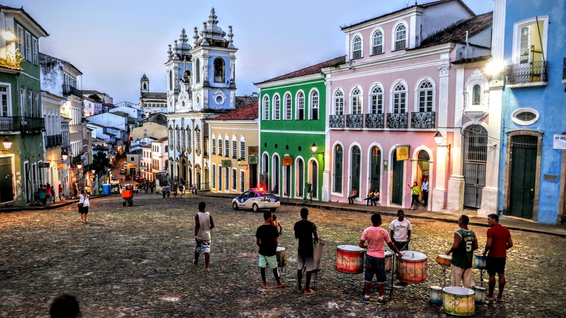 Bateristas de rua no Pelourinho de Salvador
