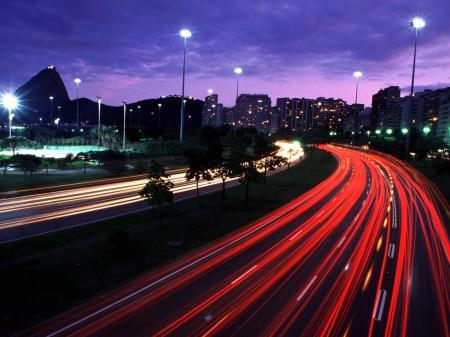 Straße in Rio bei Nacht