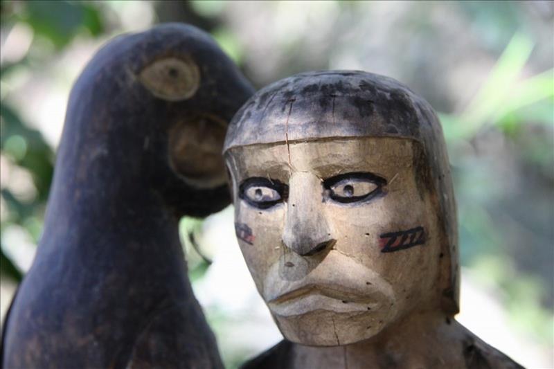 Indianische Holzfigur