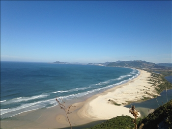 Herrliche Aussicht auf einen Strand in Südbrasilien