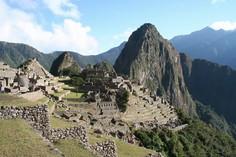 Die Inkastätte Machu Picchu in den peruanischen Anden