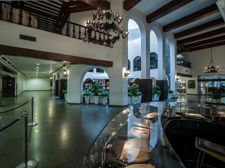 Hotel Tropical Lobby
