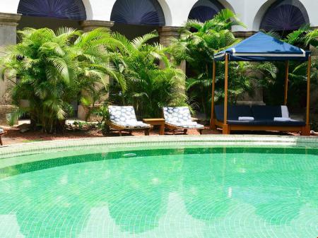 Hotel Convento do Carmo Pool