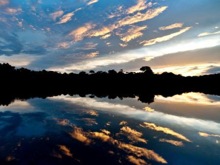 Sonnenuntergang im Amazonasgebiet