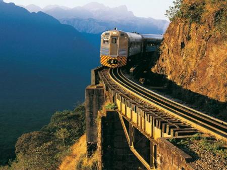 Auf der Fahrt im Serra Verde Express durch die Gebirgszüge der Serra do Mar