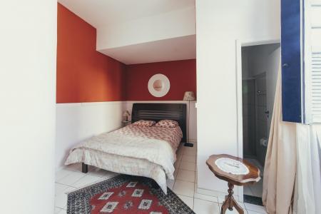 Rot gestaltetes Zimmer Pousada Barroco na Bahia
