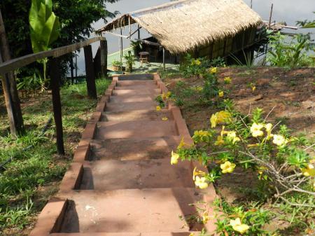 Treppe zum Anleger der Turtle Lodge