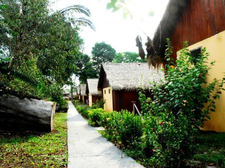 Außenansicht der Bungalows der Turtle Lodge