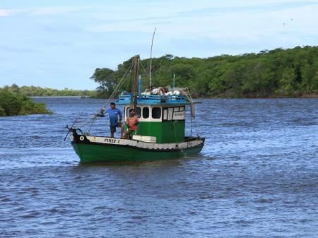 Fischerboot auf dem Rio Preguicas bei Cabure