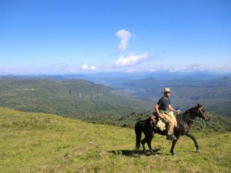 Auf dem Rücken der Pferde die Serra Catarinense entdecken