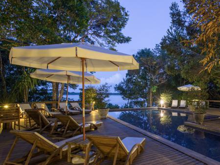 Poolbereich der Anavilhanas Lodge im Amazonasgebiet