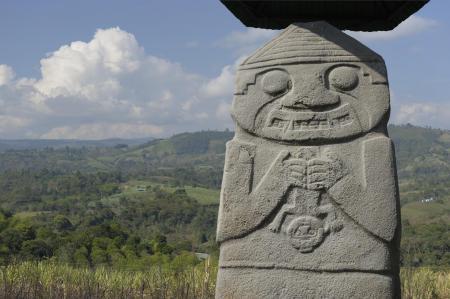 Die einzigartigen Statuen des archäologischen Parks San Agustin erkunden