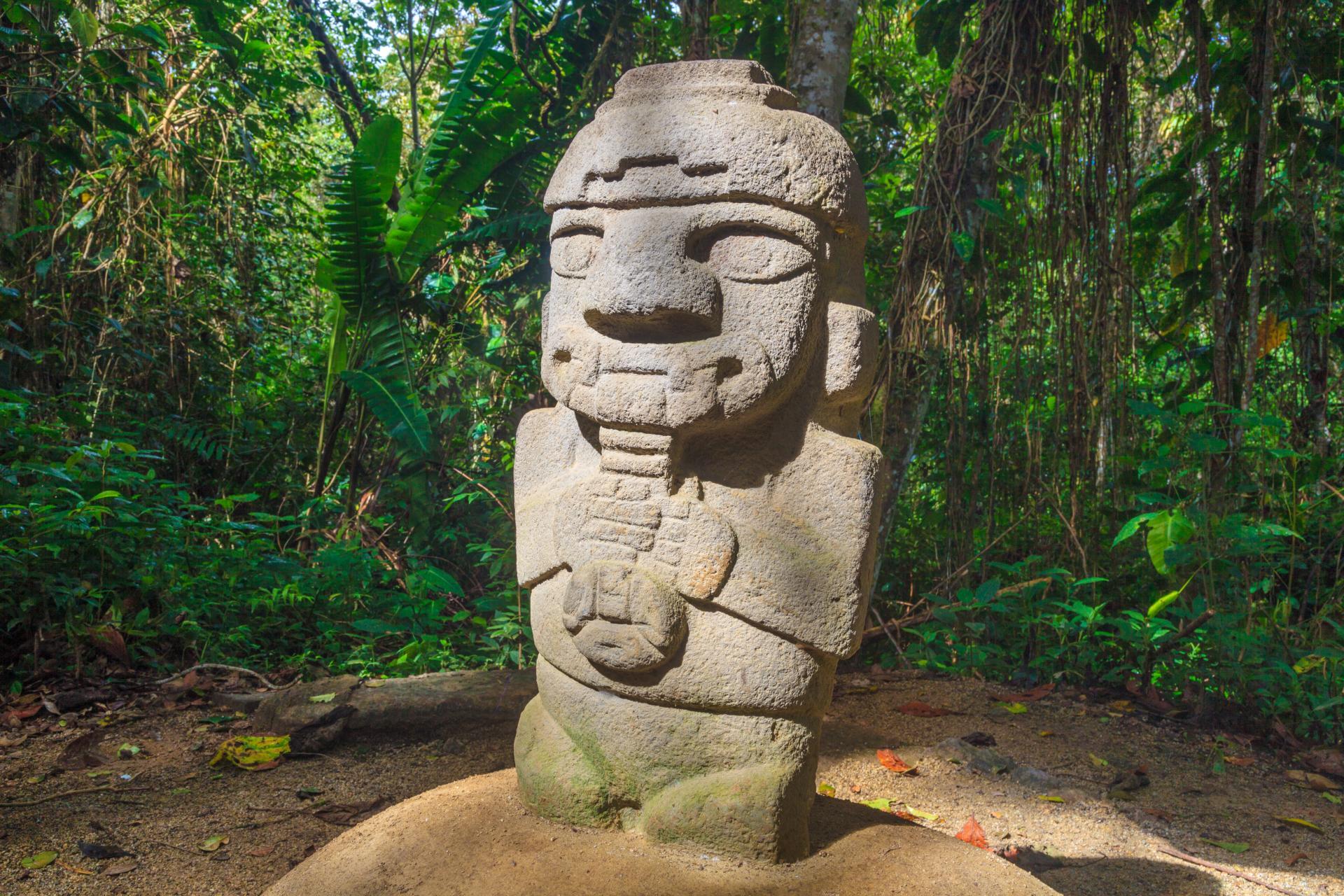 Entdecken Sie die berühmten Statuen der Ausgrabungsstätte San Agustin in Kolumbien