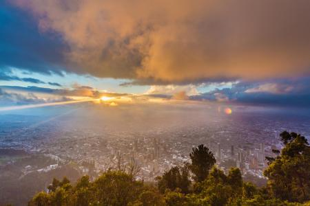 Auf einer Stadtführung durch Bogota die Hauptstadt Kolumbiens von oben überblicken
