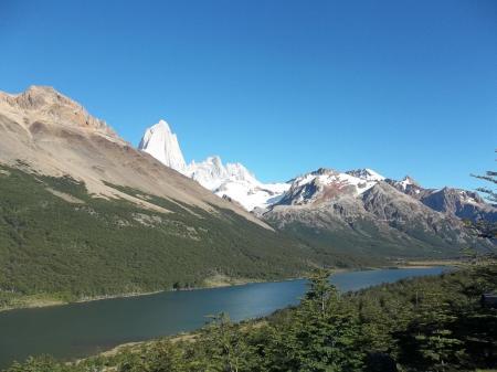 Erleben Sie eine Wanderung durch Patagonien und das einmalige Tal mit den Lagunen Madre und Hija