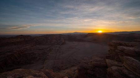 Unternehmen Sie einen Ausflug in die Atacama Wüste Chiles, auf dem Sie den Sonnenuntergang in der Wüste sehen