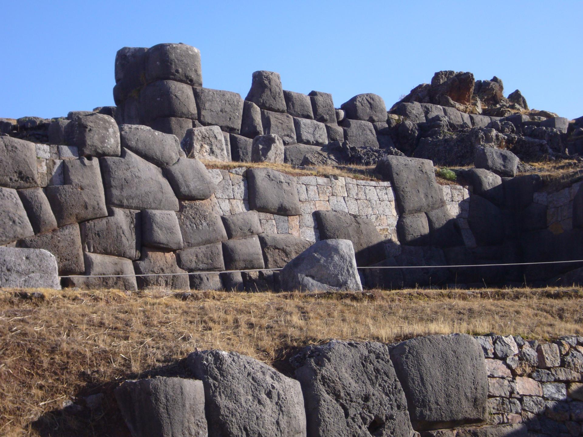 Entdecken Sie das Heilige Tal der Inka mit seinen einzigartigen Bauten in Peru
