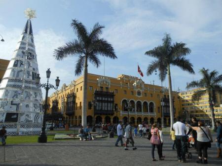 Auf der Stadtbesichtigung der Hauptstadt Lima gibt es viele koloniale Bauten zu sehen