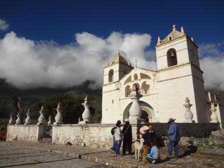Entdecken Sie die kolonialen Kirchen des Colca Canyons auf Ihrer Peru Reise