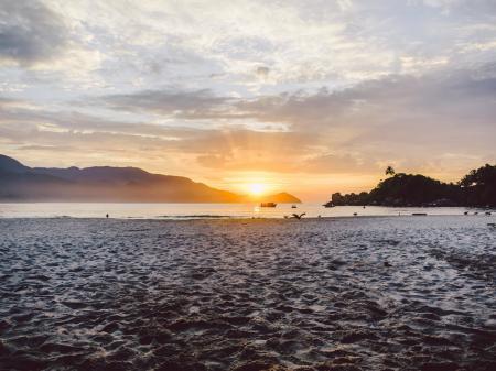 Traumhafter Sonnenaufgang auf der Ilha Grande