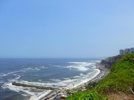 Lima ist an der Pazifikküste gelegen und wartet auf Ihren Besuch bei einer Peru Reise