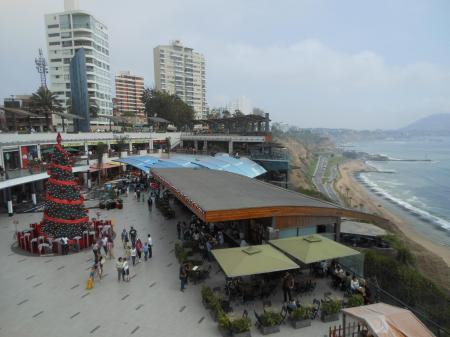 Erleben Sie eine Stadtbesichtigung durch Lima, bei der Sie die Shopping Mall Larcomar besuchen