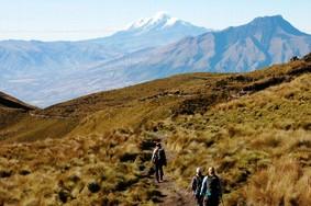 Trekking durch die Andenlandschaft bei einer Ecuador Reise