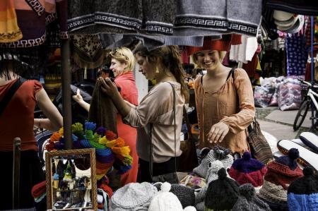 Stöbern Sie auf den Märkten in Otavalo während einer Rundreise in Ecuador