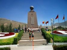 Eindrucksvolles Monument auf Reise durch Quito, der Hauptstadt Ecuadors
