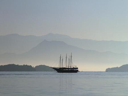 Boot vor der Küste von Paraty