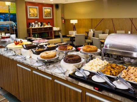 Hotel Wyndham Golden Foz Suites Frühstücksbuffet