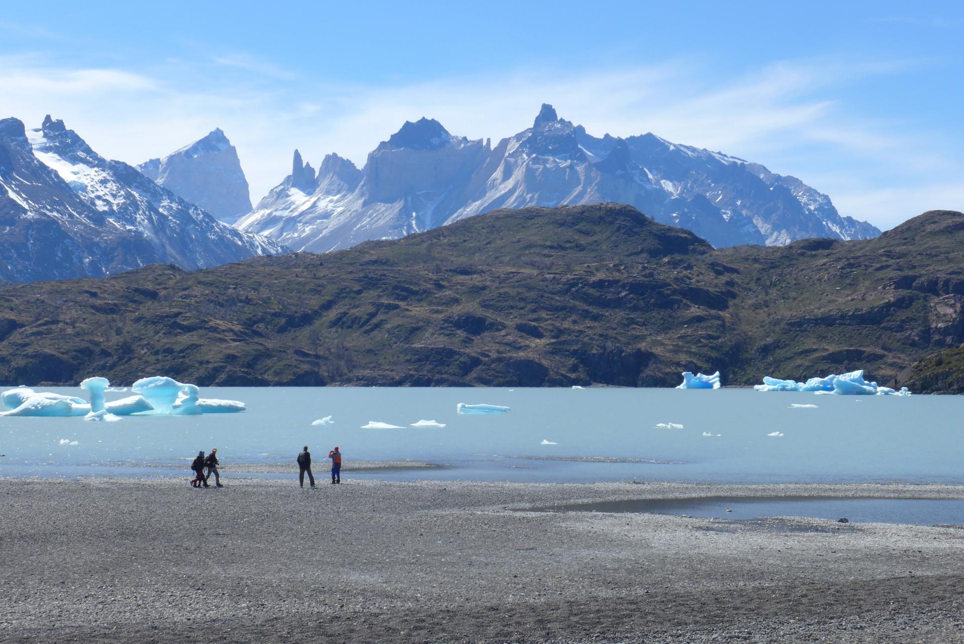 Erleben Sie den Lake Gray und den dazugehörigen Gletscher hautnah auf Ihrer Trekkingreise durch Patagonien