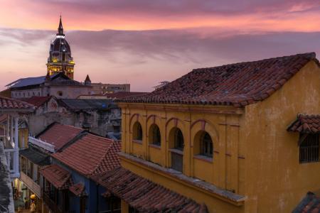 Das koloniale Stadtzentrum Cartagenas bei Sonnenuntergang idyllisch erleben