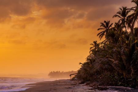 Einen Sonnenuntergang an den tropischen Stränden des Tayrona Nationalparks in Kolumbien erleben