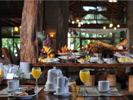 Hotel La Aldea de la Selva Frühstücksraum