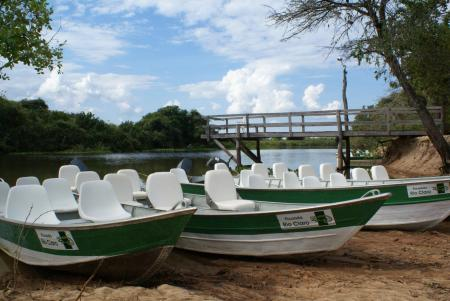 Landestypische Unterkunft Pousada Rio Claro Boote