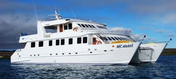Catamaran der Anahi Yacht auf einer Reise durch Ecuador zu den Galapagos Inseln im Pazifik