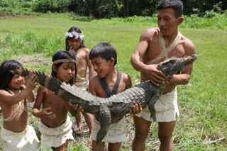 huao kids with a young cayman_klein